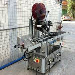 Elektrický horný etiketovací stroj, samolepiaci etiketovací stroj