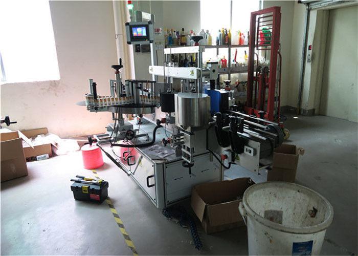 Stroj na obojstranné označovanie plastových / sklenených fliaš, štítok na hranaté fľaše