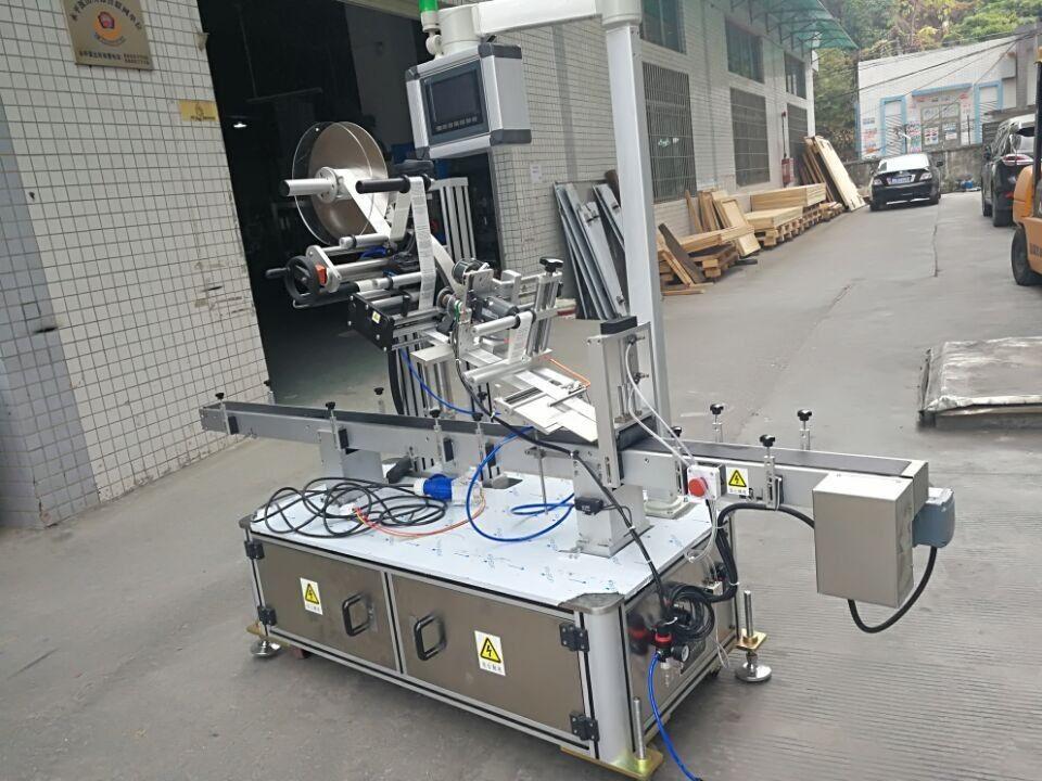Štítkovací horný etiketovací stroj pre vrecko s tryskou s elektrickým pohonom